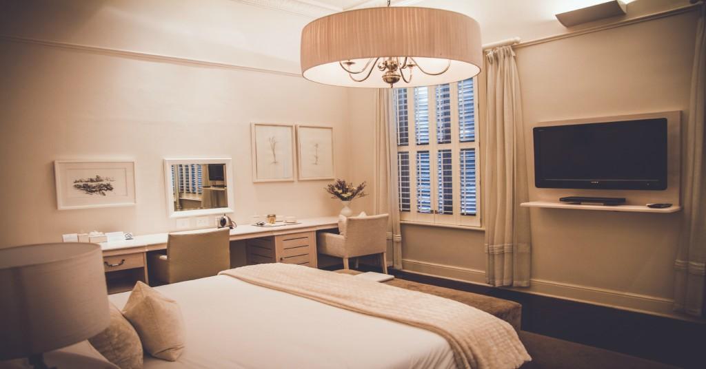 Robertson Small manor room